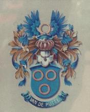 Familie Van de Putte, land van Asse (Essene, Bellemolen)De familie de Keijser in het Land van Dendermonde droeg een wapenschild in allerlei varianten met als basiselementen het Berthout-wapen, (van goud met een faas van azuur en een dwarskruis van keel) en het wapen van de Putte (van azuur met drie ringen van zilver, geplaatst 2 en 1). Dit laat ergens een een afstamming uit het huis Grimbergen-Asse (Berthout, 12e/13e eeuw) vermoeden (dr.hist. Jan Lindemans).